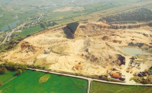 Photograph of Birch Vale quarry